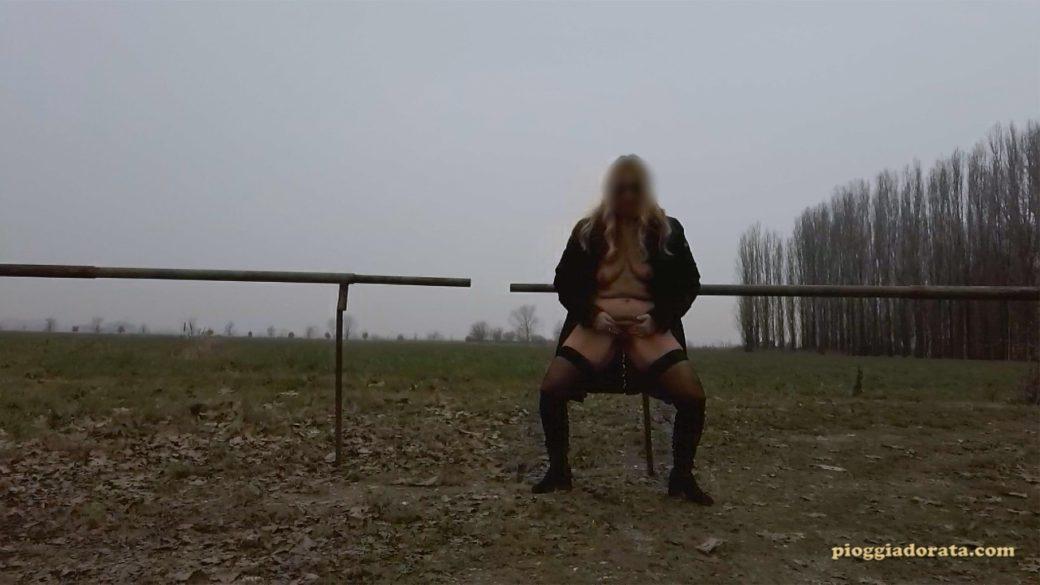 pissing outdoor